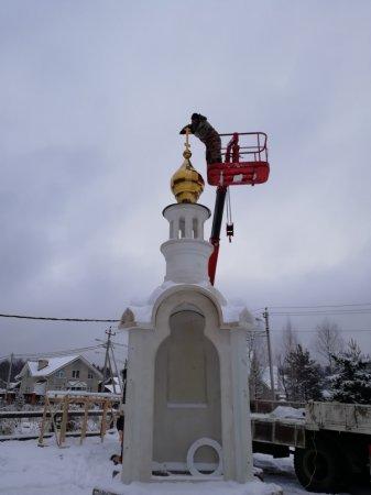 """Установка креста на часовню в честь иконы Божией Матери """"Всецарице"""""""